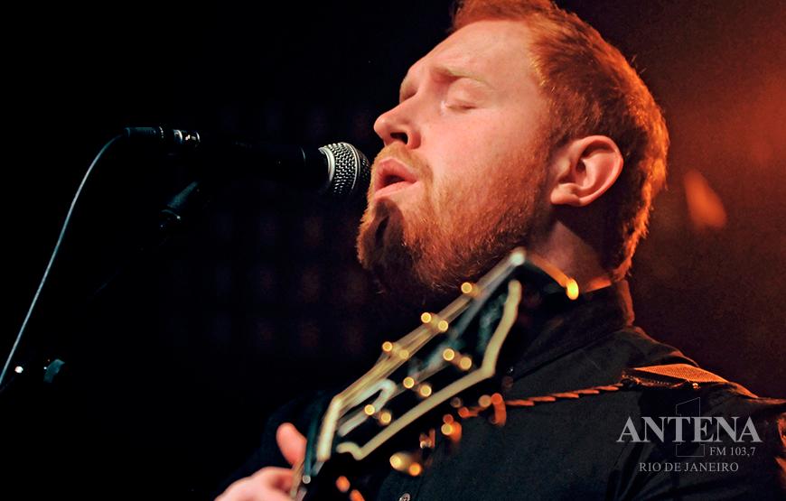 Gavin James lança clipe ao vivo para canção Last Year