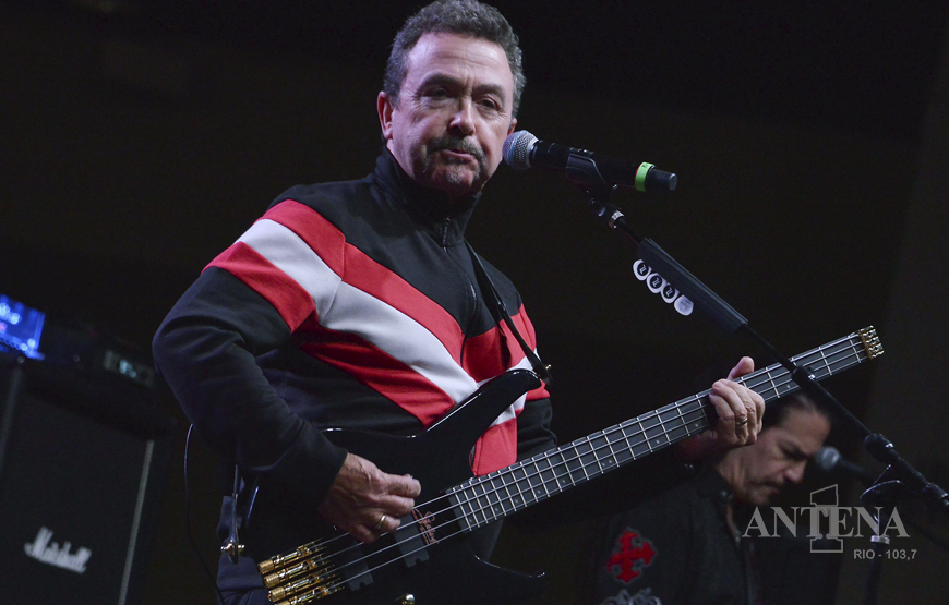 Falece aos 62 anos, vocalista do The Outfield, Tony Lewis.