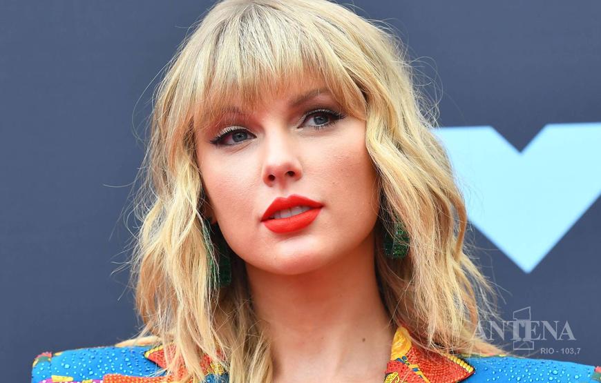 Taylor Swift libera versões gravadas em show em Paris