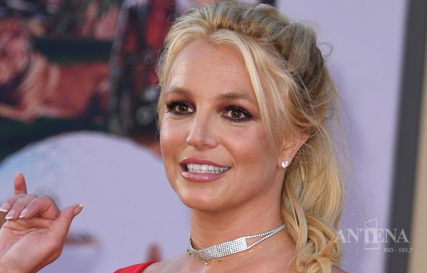 Britney Spears preocupa fãs em redes sociais.