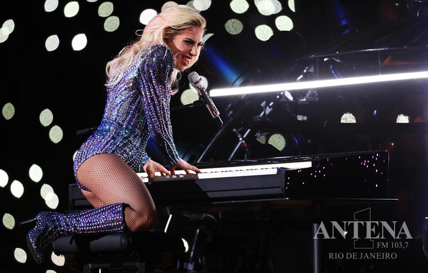 """Lady Gaga estreia trilha sonora de """"Nasce Uma Estrela"""" no topo da Billboard e quebra recorde!"""