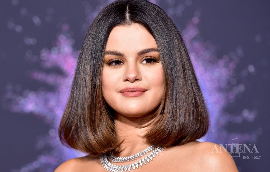 Selena Gomez retorna ao mundo da música com nova canção em espanhol.
