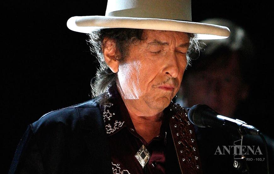 Bob Dylan faz acordo em torno de US$ 300 milhões e vende todo seu registro musical.
