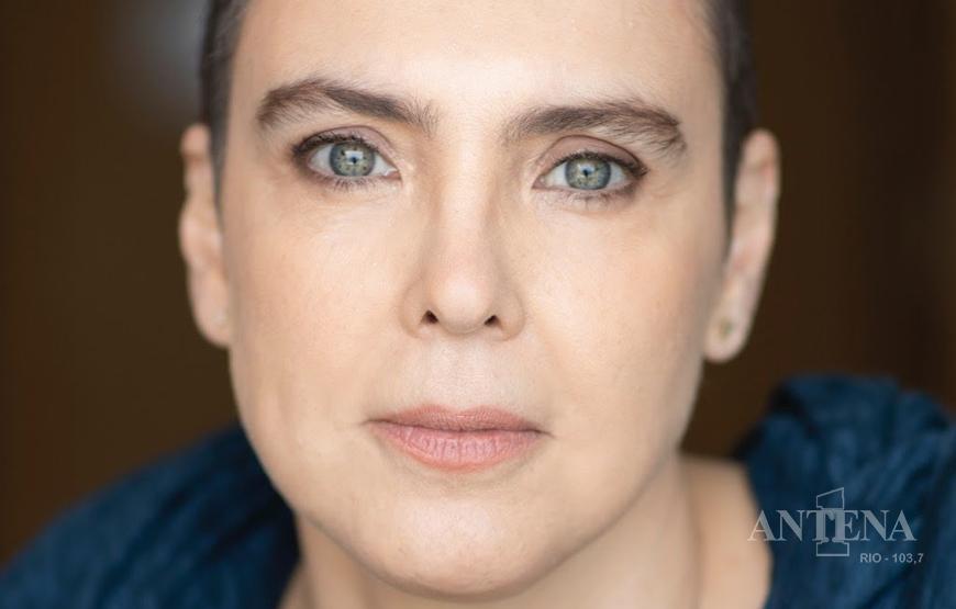 Lembrando da Estrada, o novo lançamento de Adriana Calcanhotto