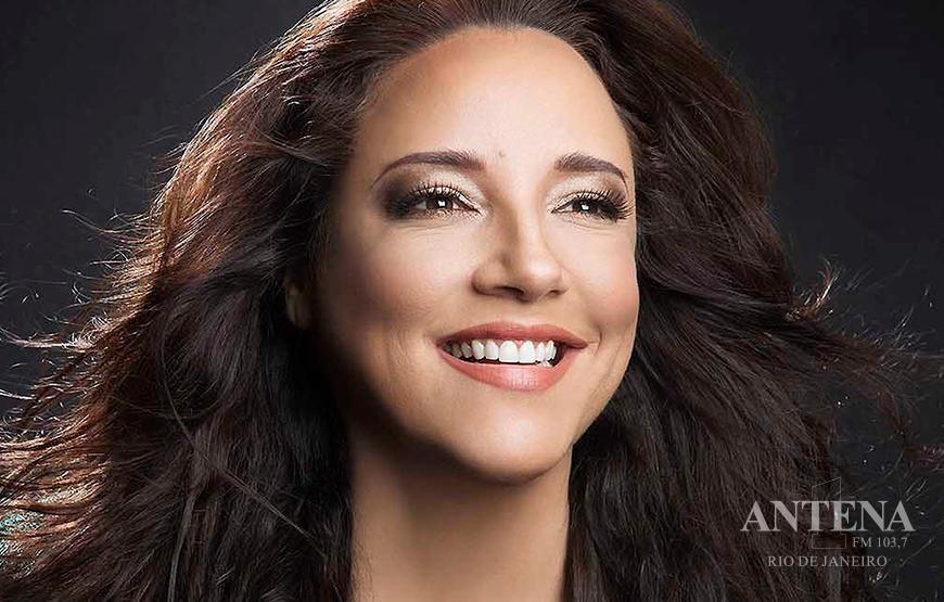 Ana Carolina comemora 20 anos de carreira com novo disco e turnê pelo Brasil