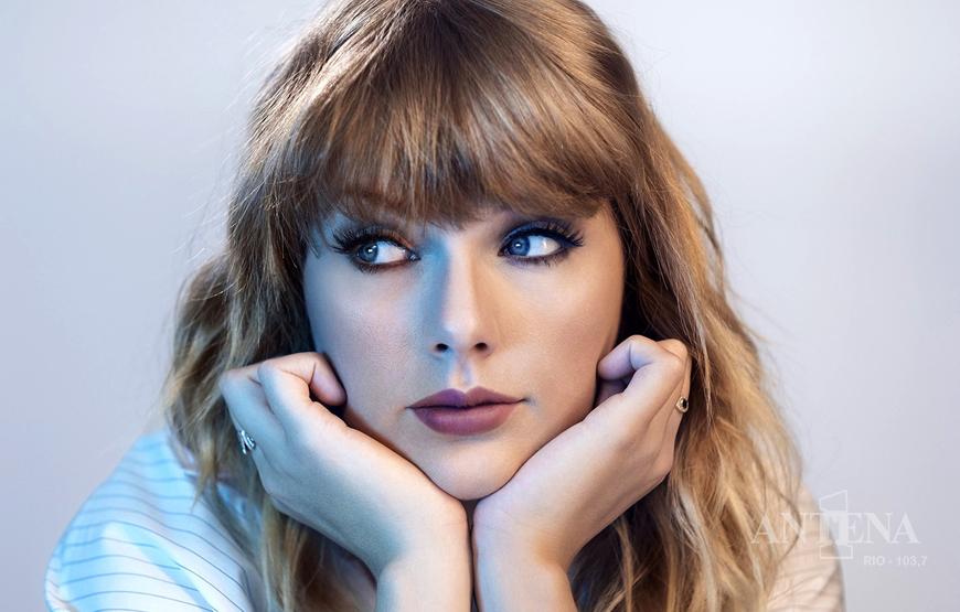 Taylor Swift estreia seu álbum no topo da parada britânica, superando recorde dos Beatles